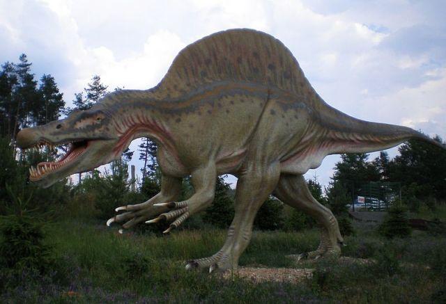 Spinosaurus_Tierpark_Germendorf_Doc Strangepork_CC_3.0